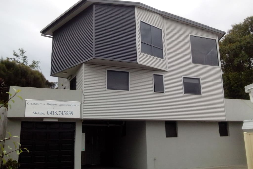 Ground floor beach units - Hawley Beachside Accommodation, Hawley Beach.  50m walk to beautiful beaches and surrounded by nature walks, ramps and cycling paths.