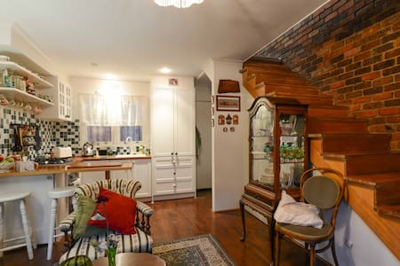 Characterful one bedroom townhouse