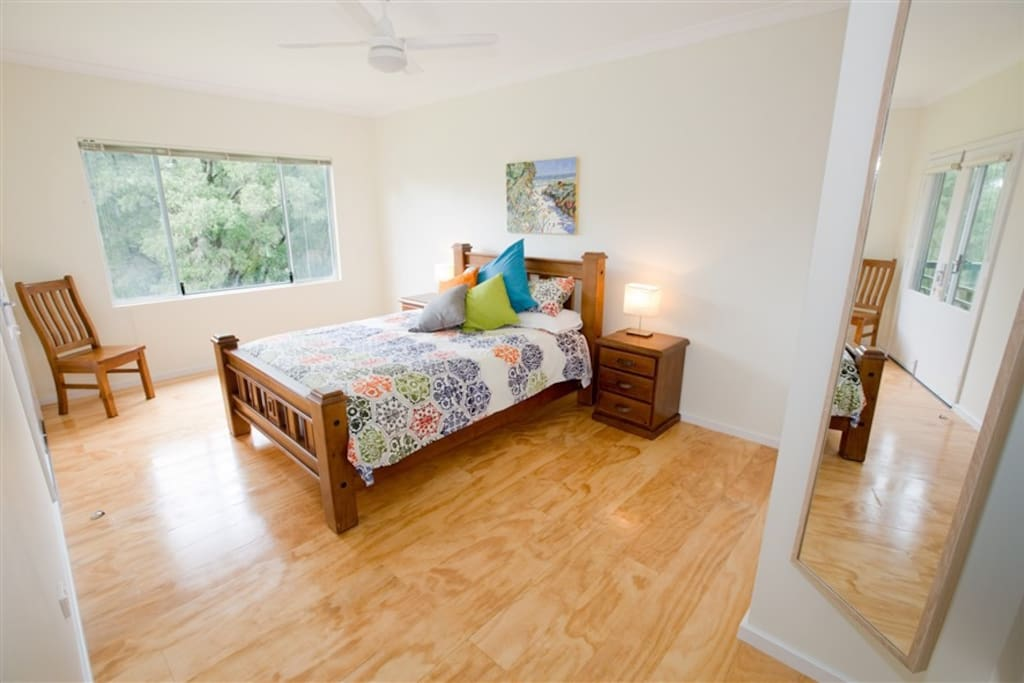 East chalet main bedroom ground floor- a big queen bed!