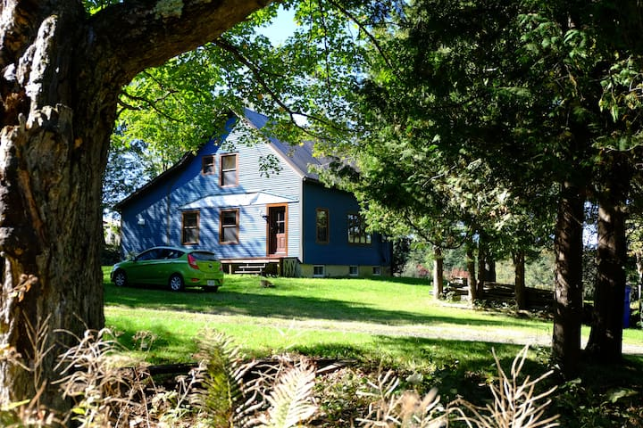La maison bleue de Kingscroft ! - Barnston-Ouest - Chalet