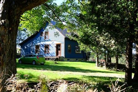 La maison bleue de Kingscroft ! - Barnston-Ouest - スイス式シャレー