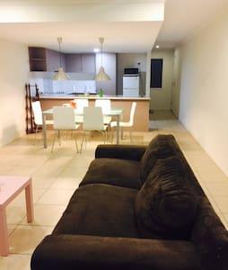3 bedrooms +2.5 bath ( Entire Home) - Logan Central - Talo