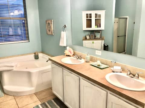 🔑 Master! King & Ensuite Private Bath Near I-80