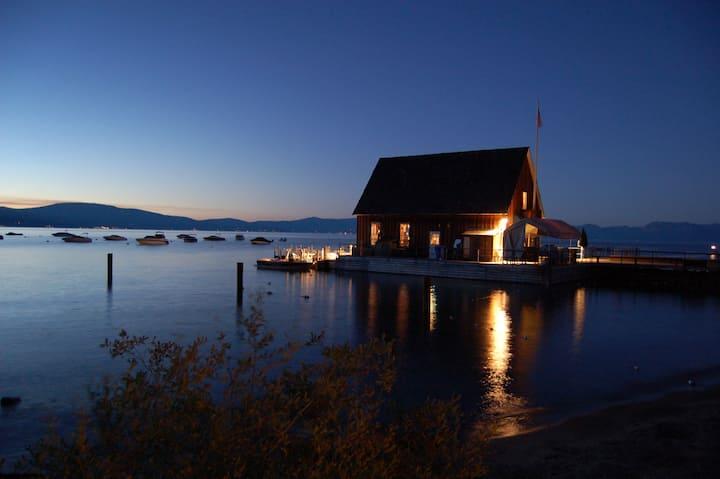 Modern Chamberlands Cabin w/ Spa & Private Beach