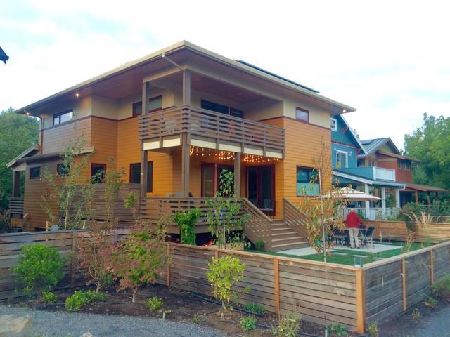 Sleek Southeast Score - Portland - Casa