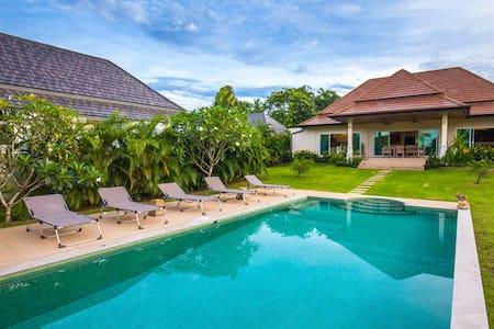 普吉岛近海滩泳池花园3卧别墅, Karudina - ตำบล ราไวย์ - 別墅