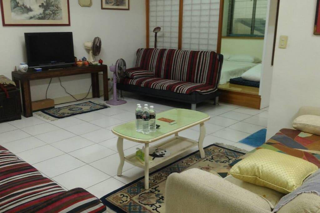 客廳及2組沙發床(2)