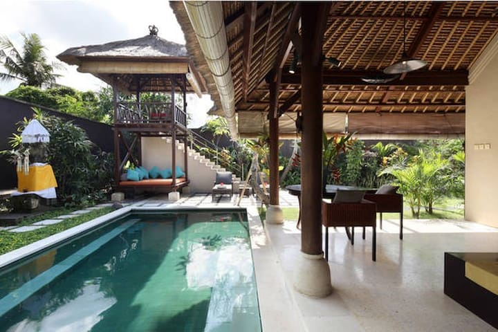 Love is in the Air! Pool perfect palace for two!