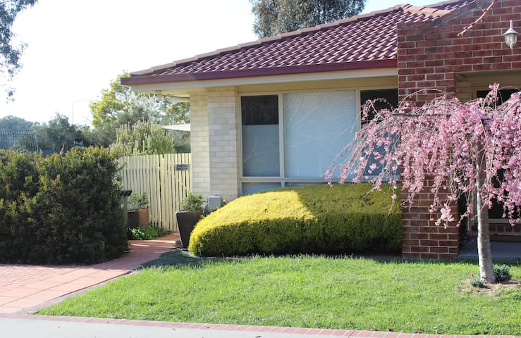 Tea Gardens Pet Friendly Home Stay - Gungahlin - Szoba reggelivel