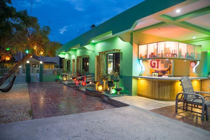 GT Seaside Inn Oslob - Oslob - Bed & Breakfast