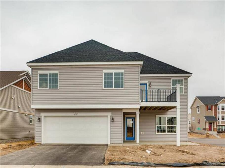 You have 1 garage space and a separate entrance from the garage. No risk of being rained on.