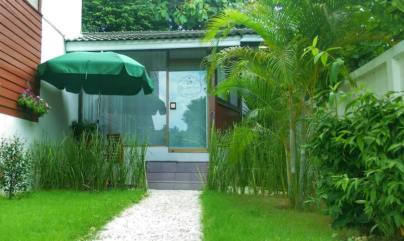 The Corner House, with garden - Chiang Mai - Rumah