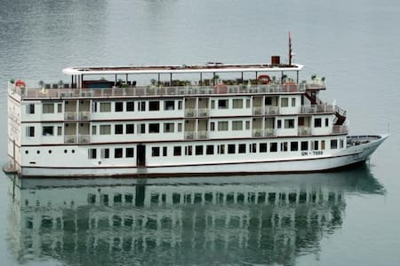 Deluxe package 2D1N on VIP Cruise in Halong bay - Hanoi - Boot