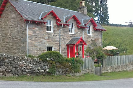 A Scenic Home & Retreat in Scotland - Trinafour - 一軒家