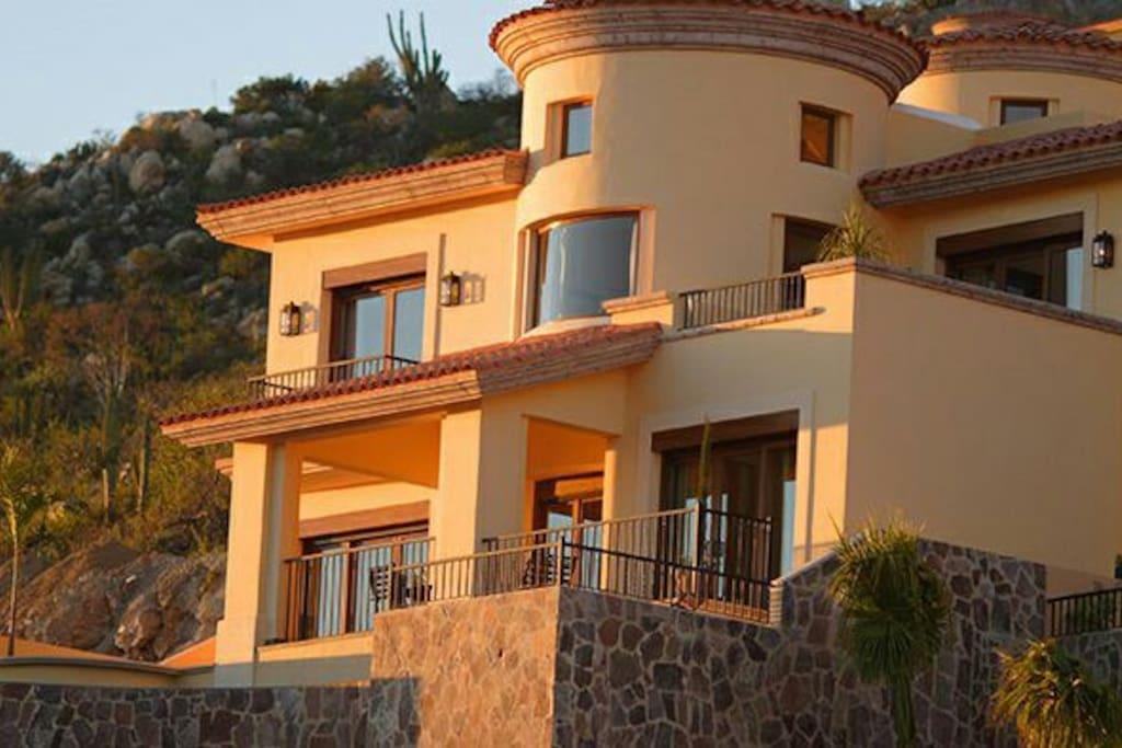 Cliffside Private Villa