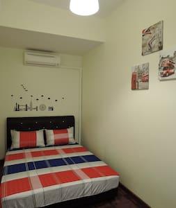 Queen Bedroom @ THE P!LLOHOUzzze - Melaka