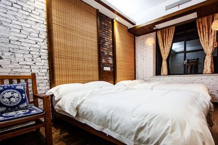 Hotel California Deluxe Twin with Western Toilet - Zhangjiajie