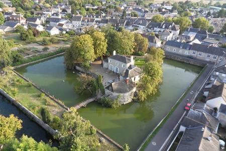 LES DOUVES Chambre de la Tour - Castle