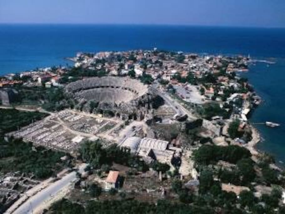 The Roman Amphitheater still hosts events and has daily tours. It is a ten minute walk from our duplex.