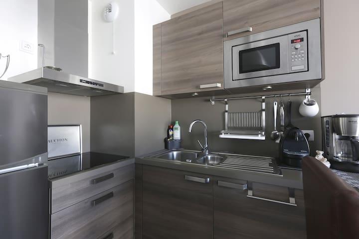 Cuisine 'frigo, plaque induction micro onde)