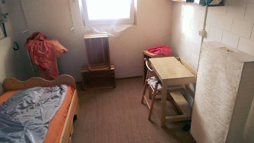 Einliegerzimmer in Einfamilienhaus - Gebenstorf - Ev