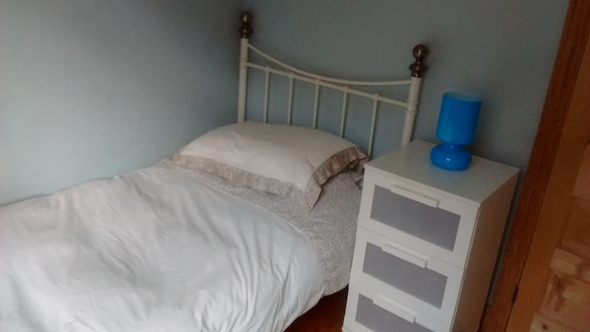 Cosy single room - convenient location