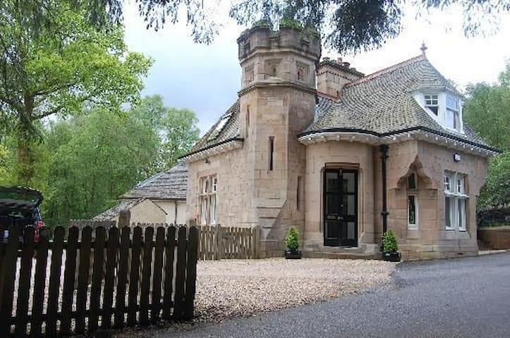 Dalnair Castle Lodge 379236 - Croftamie - House