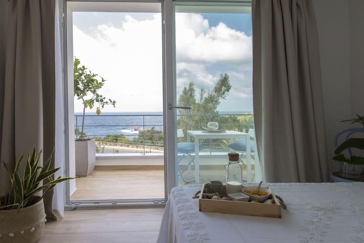 Zabbàra b&b Camera con terrazzo vista mare