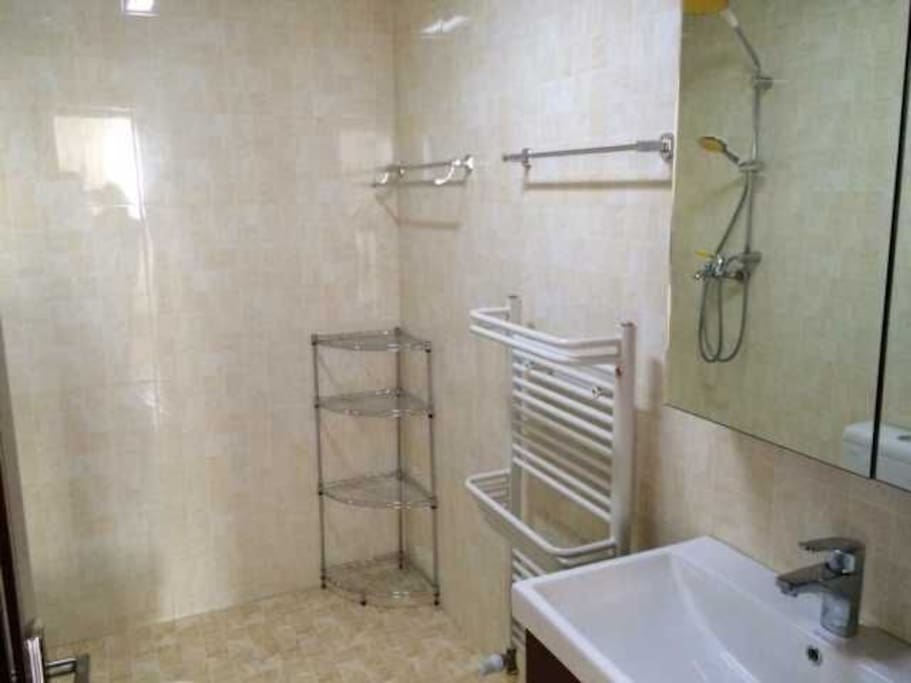 24小时热水淋浴间