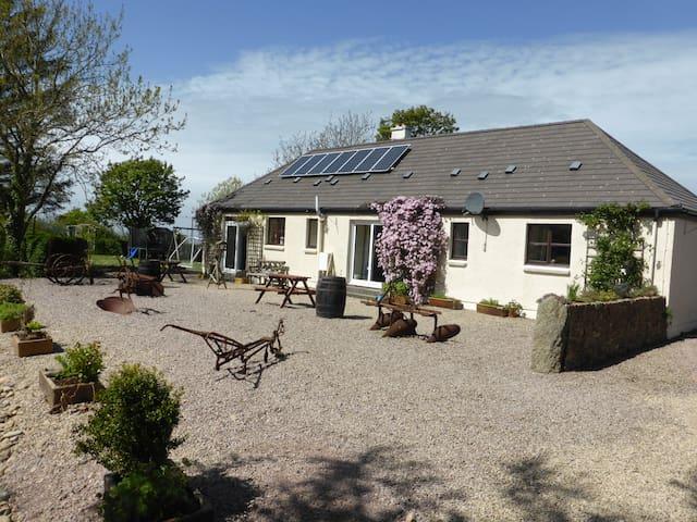 Bellevue Farm Cottages - Garden Cottage