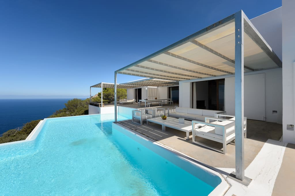 Pool & terrace with seaviews