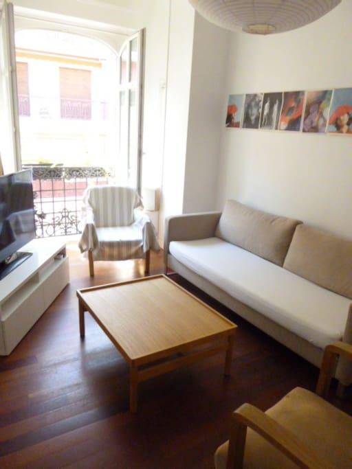 Salon avec un canapé 3 places