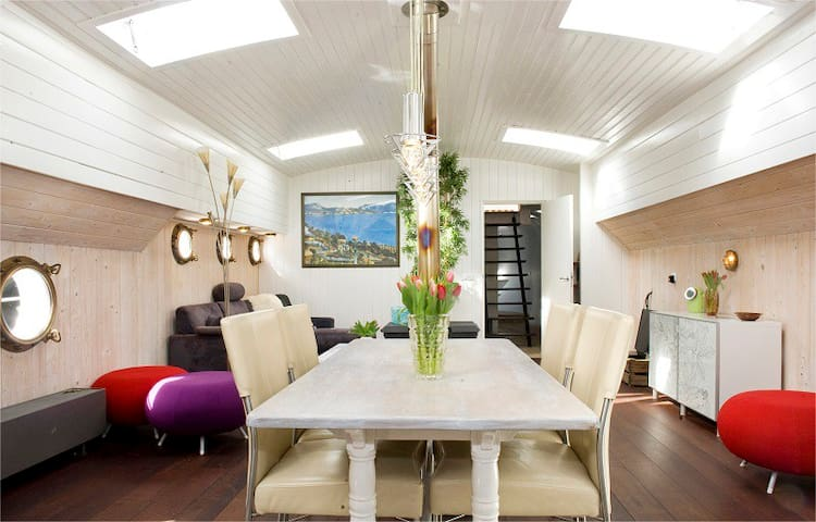 Luxury Houseboat Central  Amsterdam