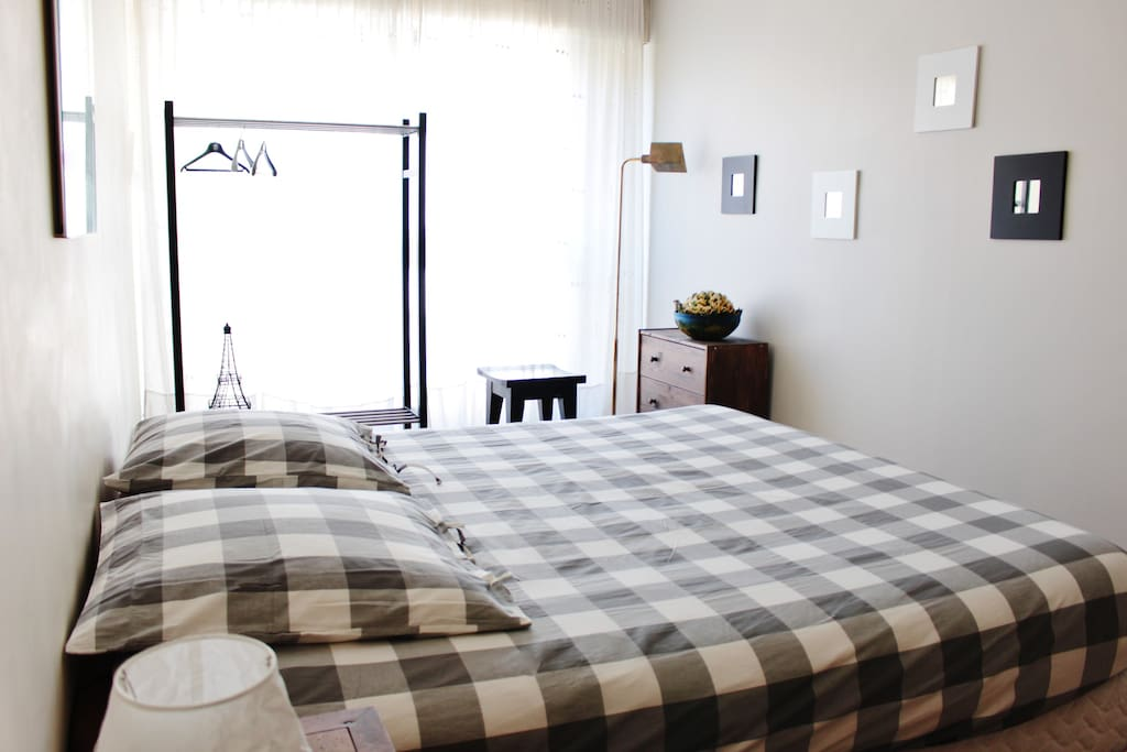 Chambre spacieuse et lumineuse pour 2 personnes / Spacious and bright room for 2 people