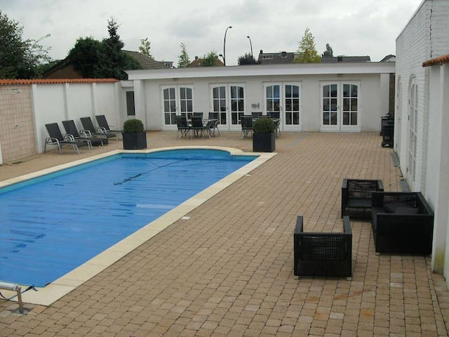 Beautiful poolhouse close to centre - Hengelo - Cabaña