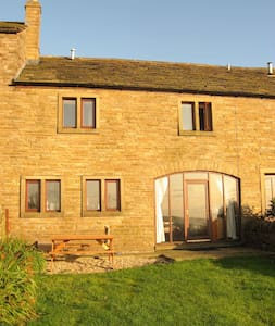 Midsummer Barn Holiday Cottage - Darwen - House