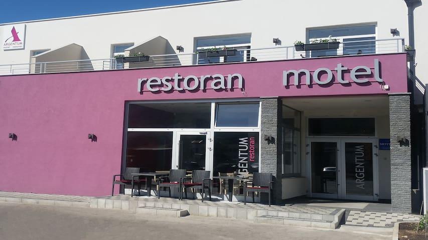 Motel Argentum - Triple room - Mostar - Bed & Breakfast