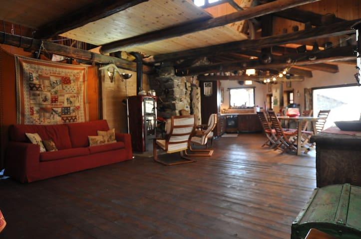 Relax-Natura-Sport: deliziosa antica baita montana - Ala di Stura - Hytte (i sveitsisk stil)