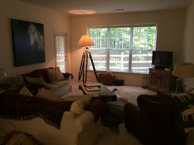 Beautiful Ground Floor Apartment - New Canaan - Byt