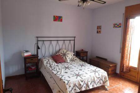 To live in Montserrat - El Bruc