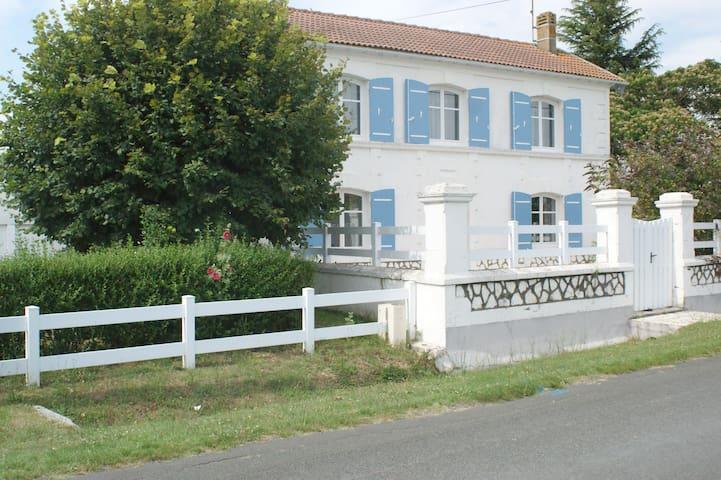 Gîte Les 3 Marie - Saint-Germain-du-Seudre - Huis