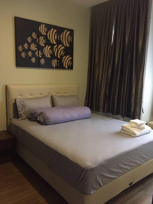 Deluxe Queen size bed.