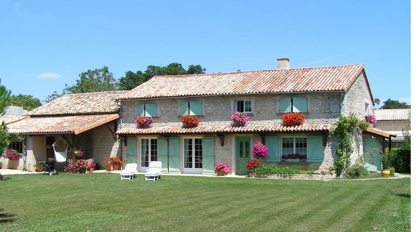 Fauvette et Lisa - Rouillé - Bed & Breakfast