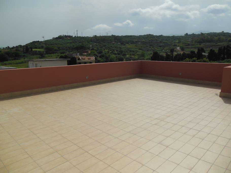 terrazza appena ristrutturata con vista lato collina