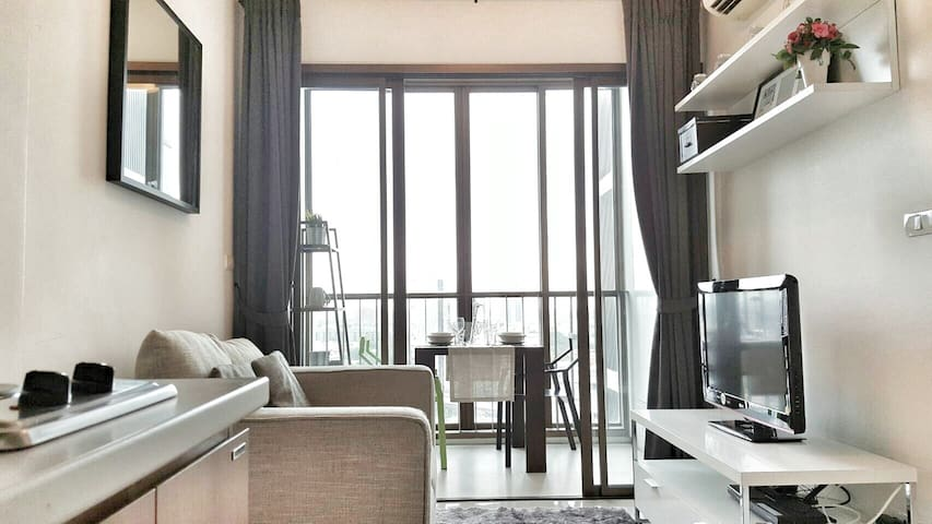 Luxurious 1BR-Close to BTS Skytrain-Rooftop pool