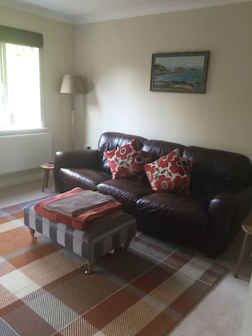 Family home  close to City Centre - Saint Fagans - Bed & Breakfast