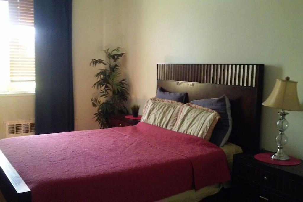 Private Room- Queen Bed