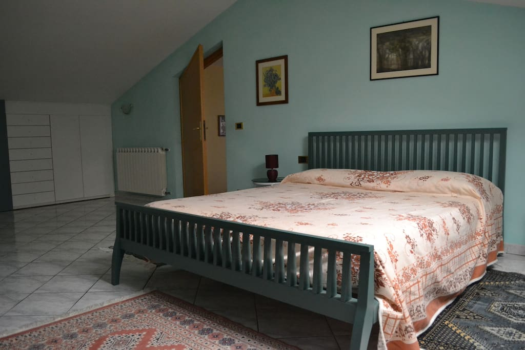 Camera con 1 letto matrimoniale e 1 singolo - One bedroom with 1 double bed and 1 single bed