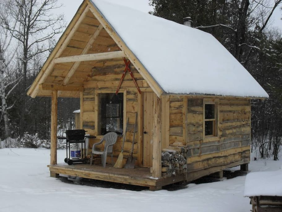 Small cabin in the woods - Tiny houses for Rent in Ottawa ...