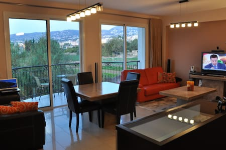Amasing two bedroom apt on hill! - Emba - Διαμέρισμα